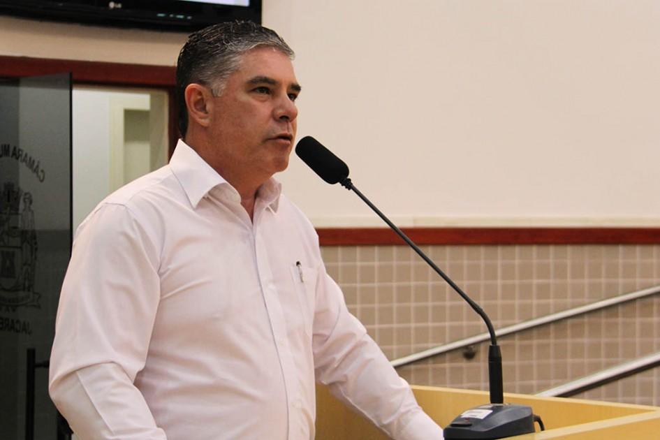 Fernando da Ótica pede nivelamento de asfalto no Terras da Conceição e  remédios para o Vila e9c1bb47e4