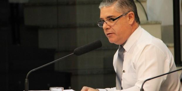 Fernando questiona execução de exames de audição na rede municipal de Saúde