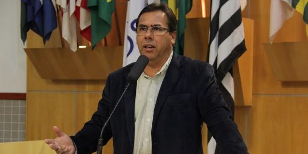 Arildo indica inclusão de ruas do Jardim Panorama no Plano de Asfaltamento do Município