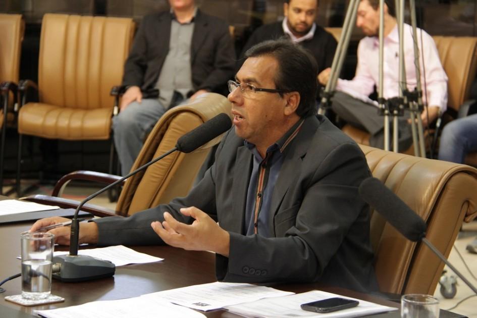 Arildo pede informações sobre gastos com iluminação pública nos últimos três meses