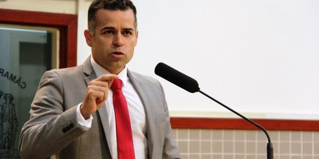 Luís Flávio encaminha reivindicação de moradores por mais rondas da PM no Santa Marina