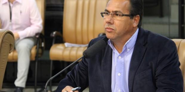 Arildo cobra esclarecimentos em relação aos veículos próprios, alugados e contratados pela prefeitura