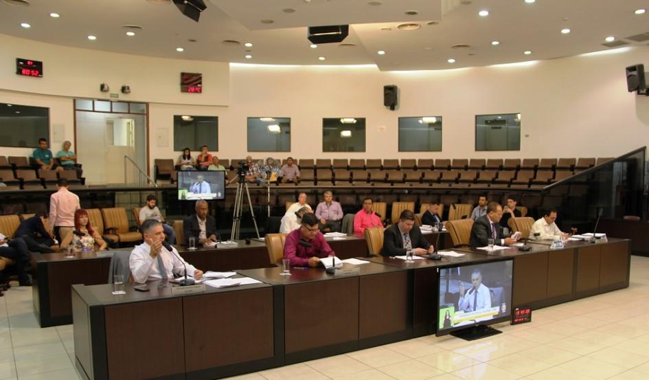 Câmara aprova reestruturação de Secretaria de Saúde e criação de novo cargo público