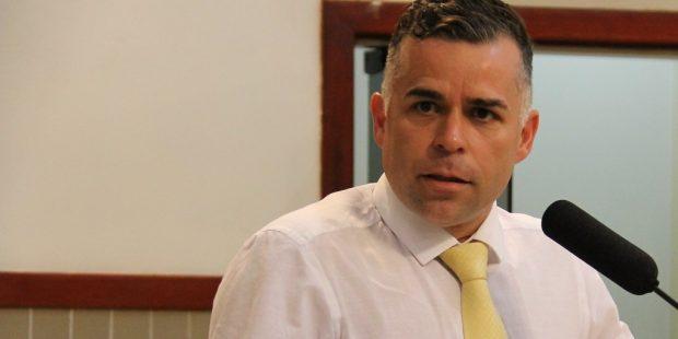 Luís Flávio pede medidas para melhorar tráfego em vias das regiões leste e oeste