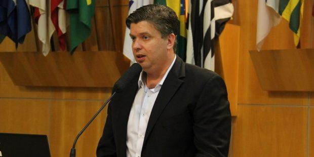 Rodrigo questiona Prefeitura sobre cancelamento de multas de trânsito em 2017