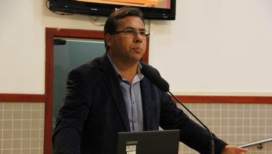 Arildo pede serviços de manutenção no Jardim Luíza, Parque Santo Antônio e Figueira