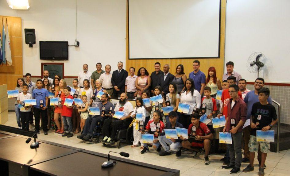 Atletas de Jacareí que mais se destacaram em 2017 recebem homenagem na Câmara