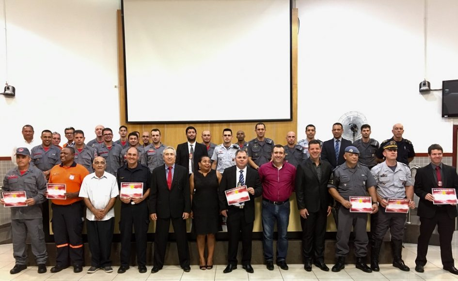 Câmara Municipal homenageia profissionais de segurança pública que atuam em Jacareí