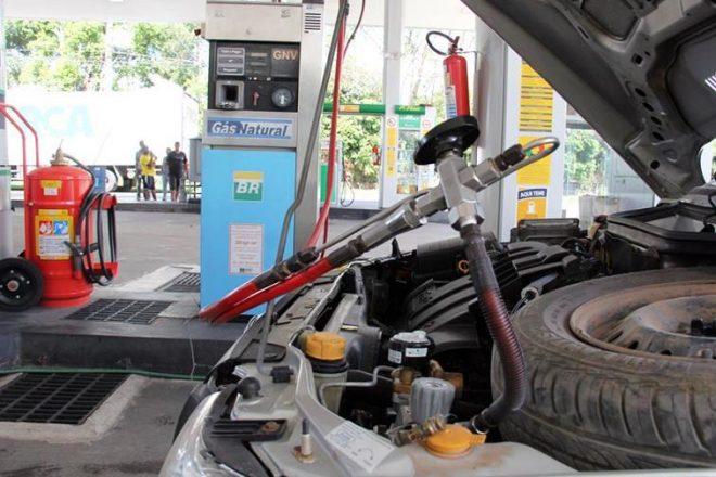 Câmara derruba veto e mantem restrições para abastecimento de veículos com gás natural
