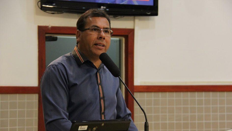 Arildo pede providências ao prefeito sobre precariedade das ruas no Jardim do Marquês