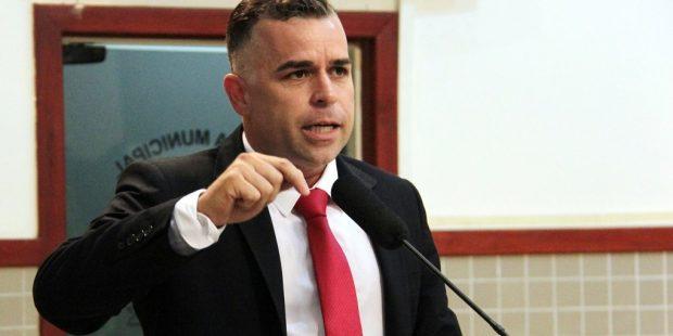 Luís Flávio pergunta ao prefeito sobre os custos do carnaval em Jacareí