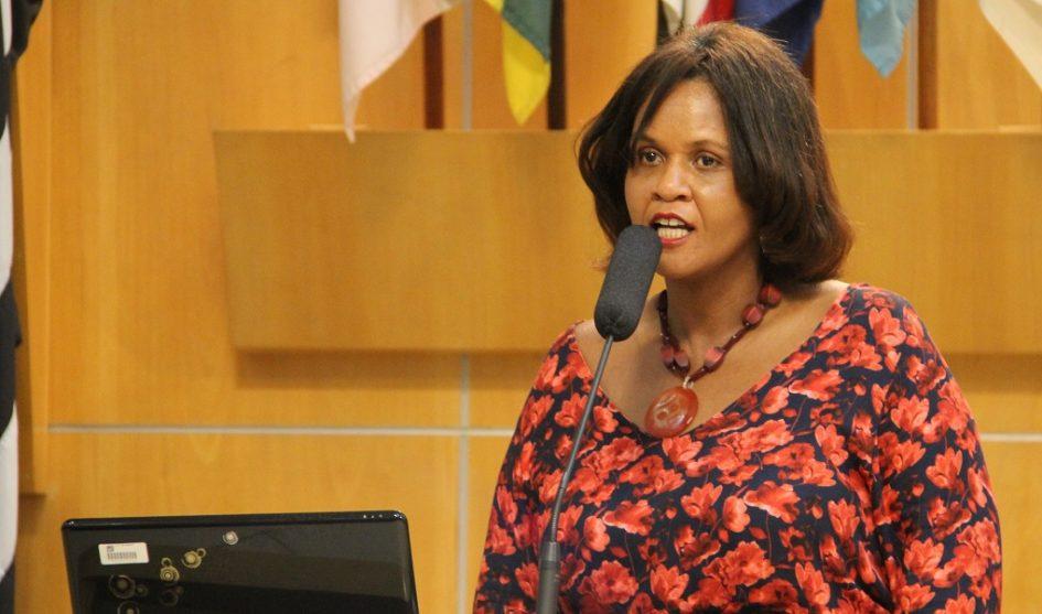 Márcia Santos solicita ao prefeito melhorias e fiscalização para a região leste