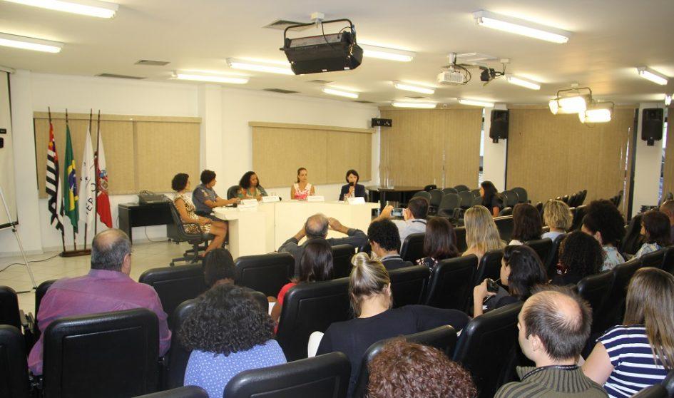 Debate sobre empoderamento com autoridades femininas na Câmara Municipal