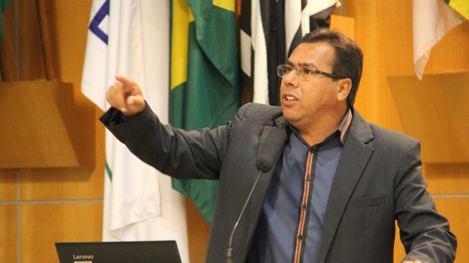 Arildo quer respostas da prefeitura em relação a processos da empresa Colp Urbanizadora