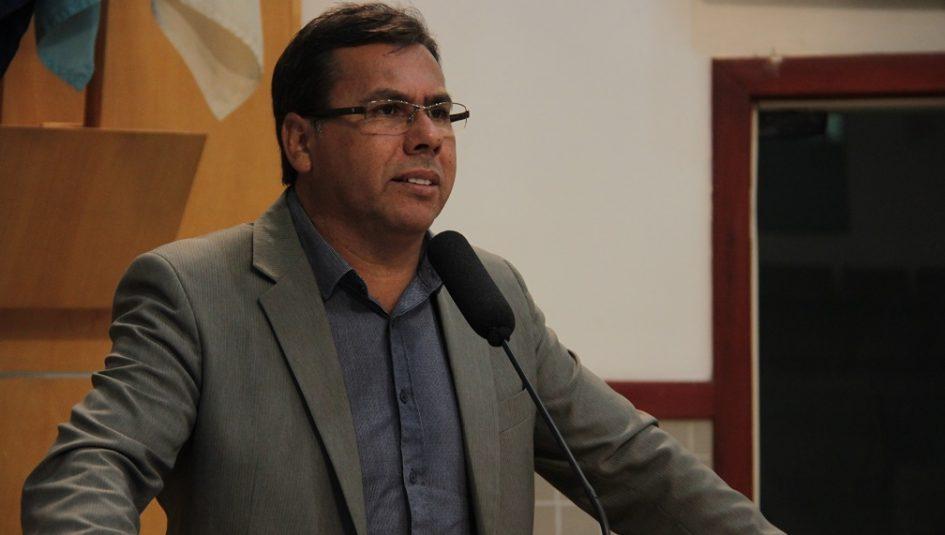 Arildo indica serviços de manutenção em calçadas do EducaMais Parque Santo Antônio