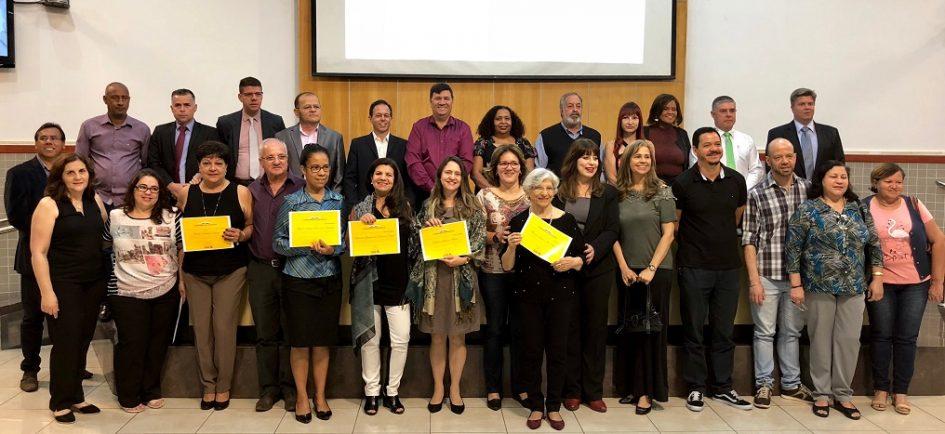 Câmara Municipal presta homenagem a professores de Jacareí