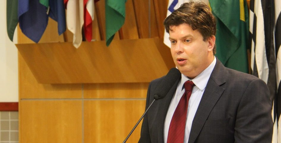 Rodrigo Salomon fiscaliza estoque de remédios da farmácia municipal para 2019