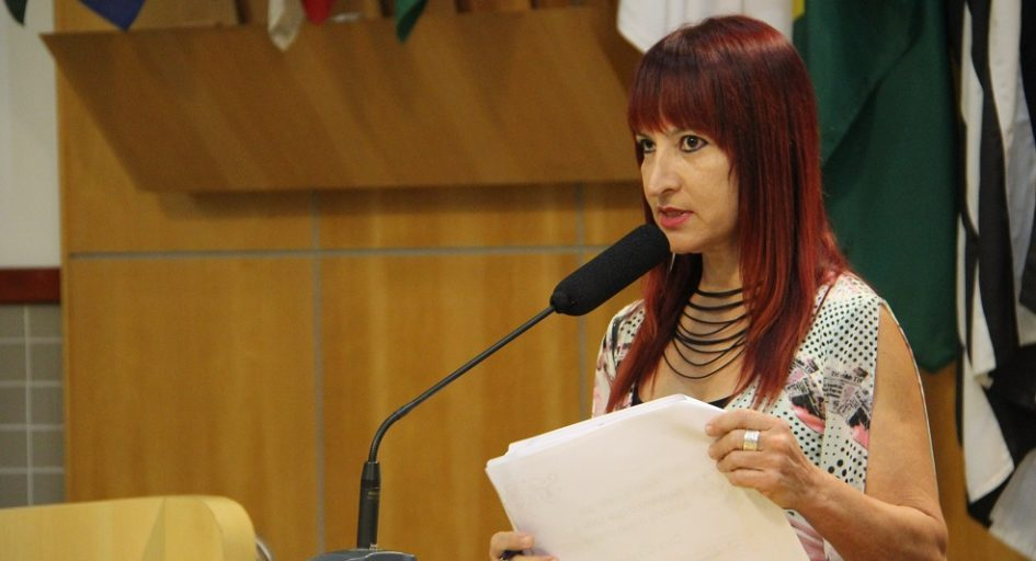 Sônia questiona prefeito sobre aplicação e fiscalização de leis de proteção animal em Jacareí
