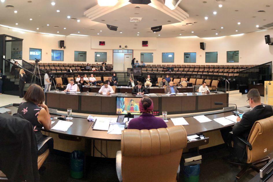 Em sessão mais longa do ano, Câmara aprova três reformas do prefeito