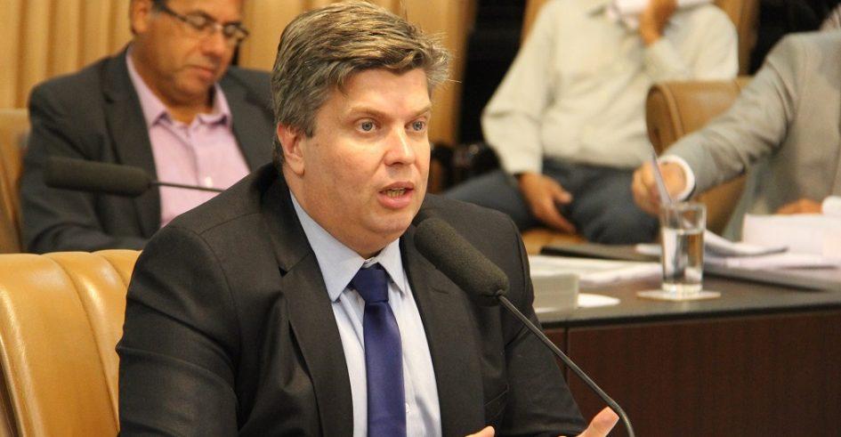 Rodrigo Salomon demanda capina e limpeza para diversas regiões de Jacareí