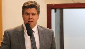 Rodrigo Salomon solicita manutenção periódica em via do Veraneio Ijal