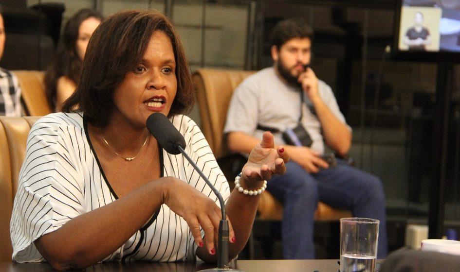 Márcia quer respostas em relação à procedimentos na área da saúde pública
