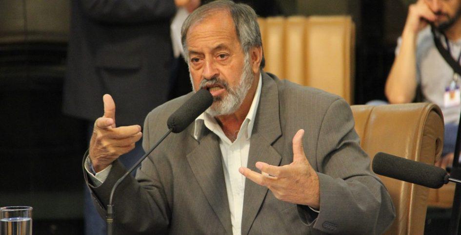 Valmir questiona prefeito sobre contrato com a empresa Hora Park em Jacareí