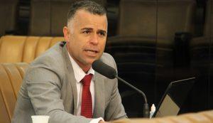 Luís Flávio indica obras de reforma do prédio que abriga EMEF Lamartine Delamare