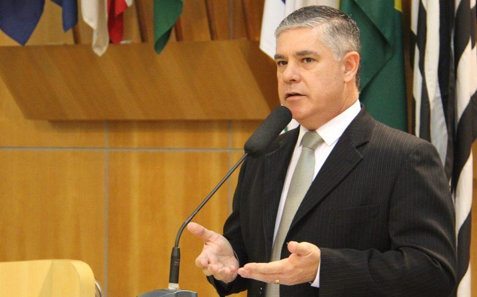 Fernando pergunta sobre cancelamento da feira livre aos domingos no Jardim Didinha