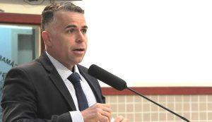 Luís Flávio solicita substituição de poste no Conjunto São Benedito