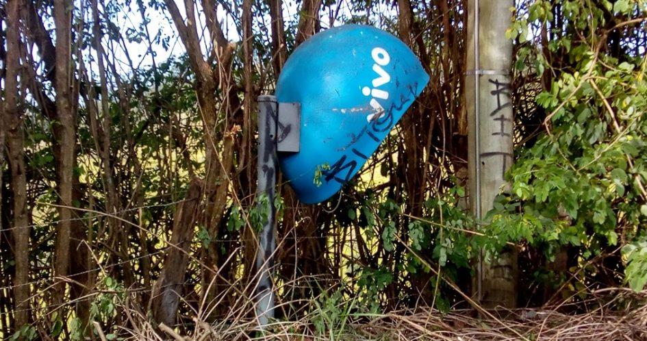 Arildo pede remoção de telefone público em matagal na Estância Porto Velho