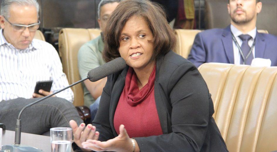 Márcia Santos pede respostas da Prefeitura sobre imóveis desocupados em Jacareí