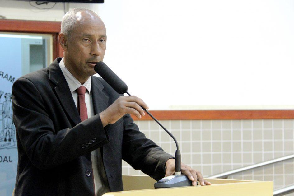 Câmara homenageia como Cidadão Jacareiense João Mello, empresário do ramo de transporte escolar