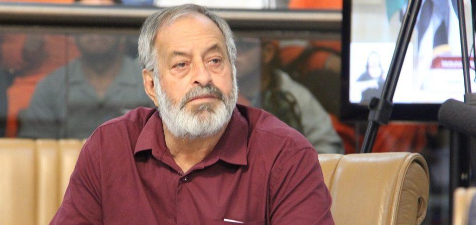 Valmir pergunta sobre responsabilidade do SAAE em erosão e mudança em atração musical