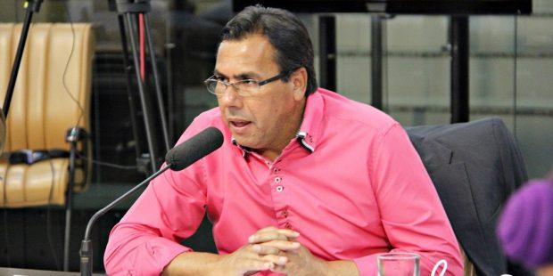 Arildo pede construção de canaleta para escoamento de água em vias do Bandeira Branca II