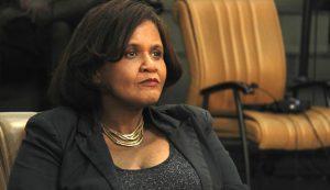 Dra. Márcia quer respostas em relação aos medicamentos em falta na rede pública