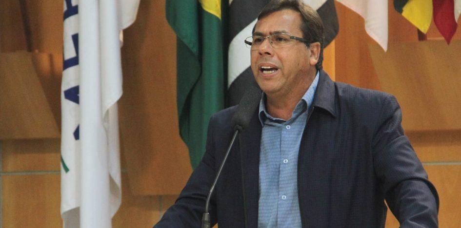Arildo pede melhoria para escoamento de águas pluviais em avenida do Jardim Maria Amélia