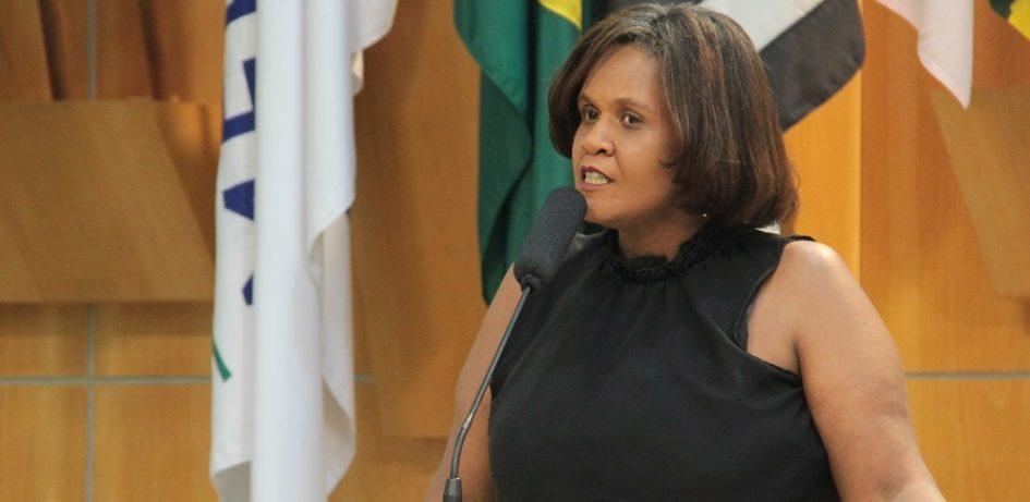 Márcia quer implementação de ações integrativas entre estudantes da rede pública e idosos em Jacareí
