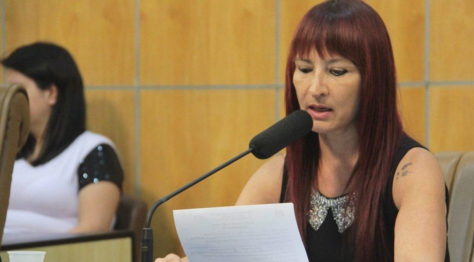 Sônia quer respostas em relação à falta de avanços na área esportiva em Jacareí