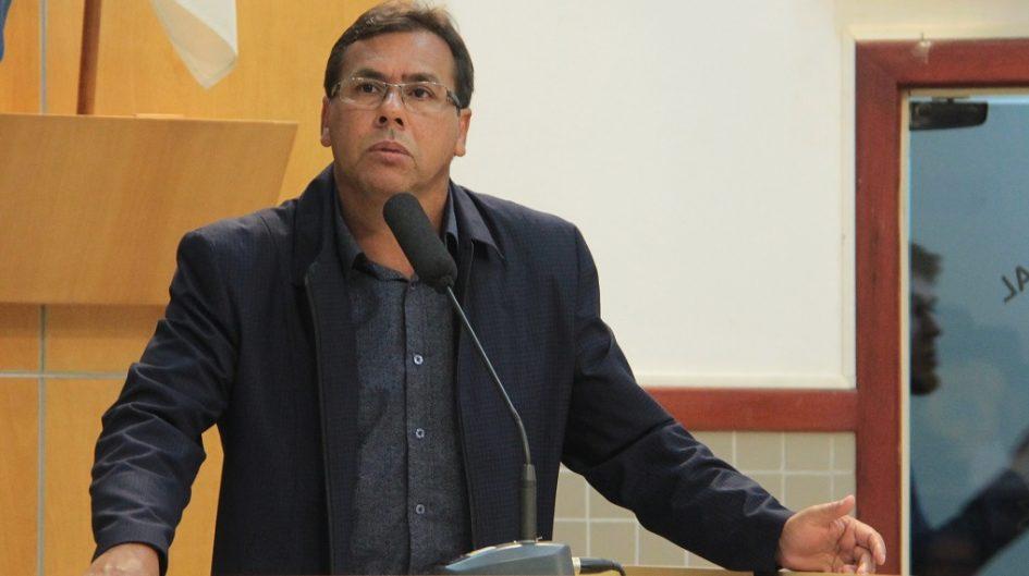 Arildo indica à Prefeitura reposição de pedras portuguesas em calçada do Largo do Riachuelo