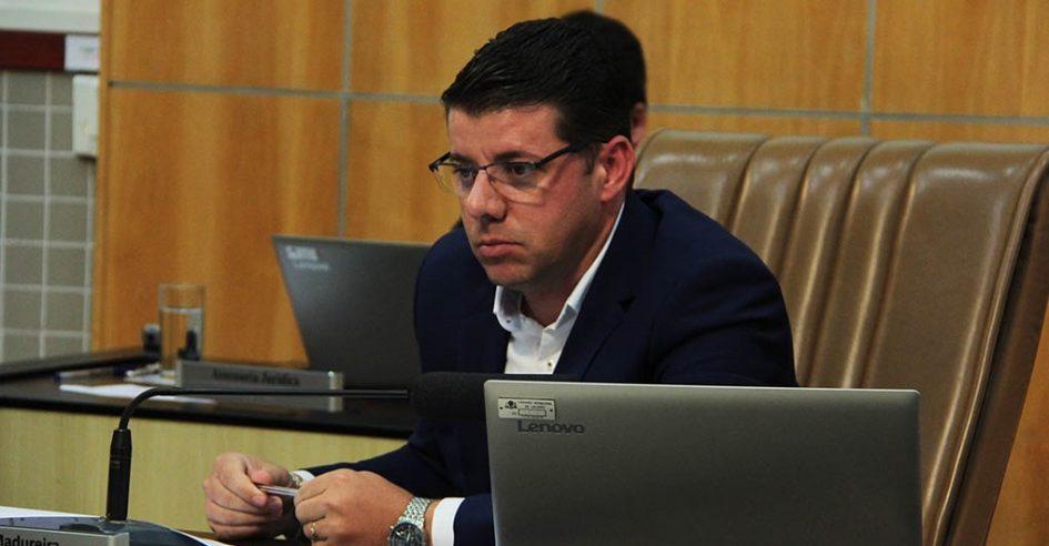 Presidente indica melhoria em iluminação pública na Estrada do Barreirinho