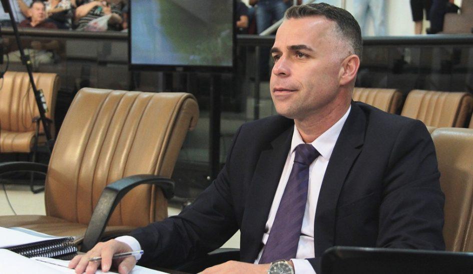 Luís Flávio pede informações acerca de obras no campo de futebol do Jardim Paraíso