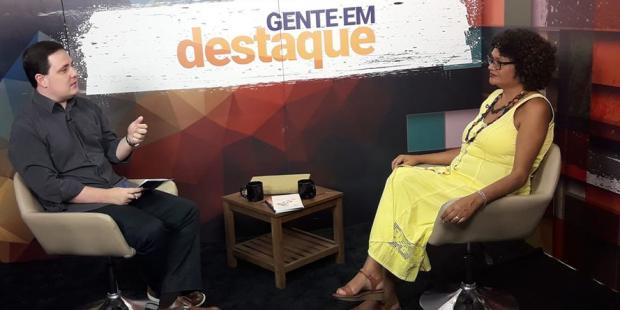 Poetisa Evânia Medeiros é a convidada do Gente em Destaque