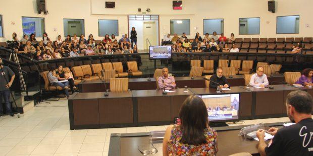 Em Audiência Pública, professores criticam falta de debate com a categoria