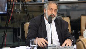 Valmir questiona prefeito sobre aterramento de córrego no Parque Meia Lua