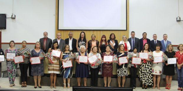 Câmara presta homenagem a 12 mulheres que atuam na defesa dos direitos da mulher