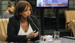 Márcia questiona Secretaria de Saúde sobre frota reduzida para transporte ambulatorial