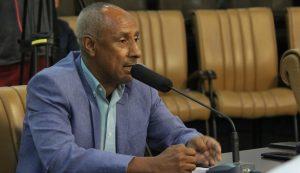Paulinho dos Condutores pede substituição de poste à EDP no Jardim Santa Marina