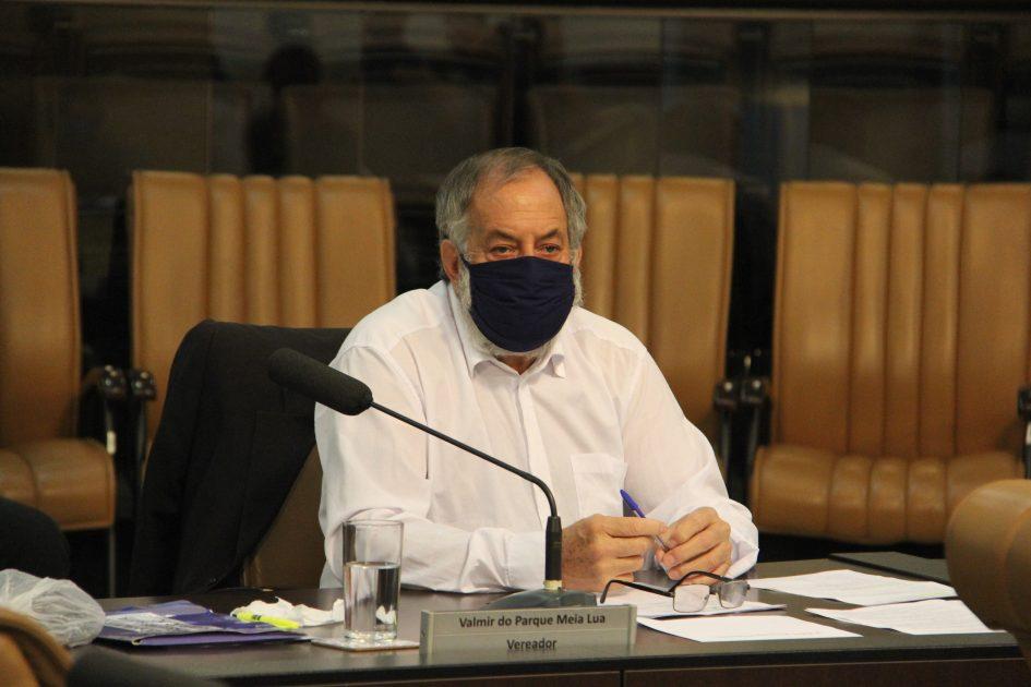 Valmir questiona prefeito sobre retorno médico 24h na UPA do Meia Lua