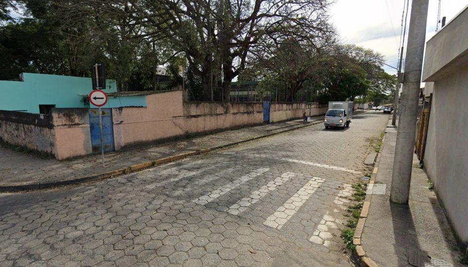 Paulinho do Esporte pede manutenção de faixas de pedestre perto de escola